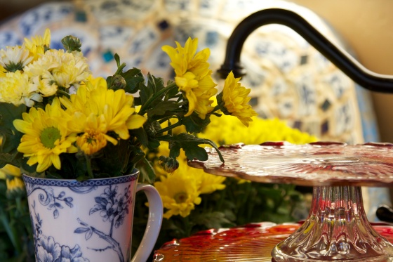 My inspiration came from yellow flowers in my blue kitchen sink (behind) & red cake plates...it was one of those mornings when the aha moment came!